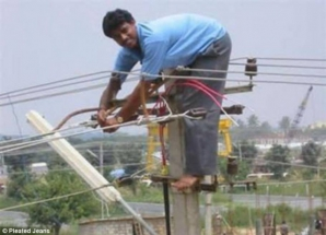Cele mai amuzante poze cu muncitori pe şantier. Nu o să îţi vină să crezi ce fac aceşti oameni!