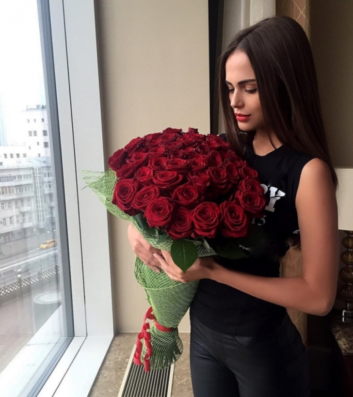 O bombă sexy din Moldova se căsătoreşte cu un milionar, cu 36 de ani mai în vârstă decât ea
