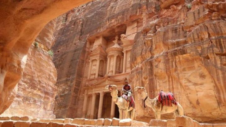Monument de dimensiuni impresionante, descoperit în apropierea oraşului antic Petra