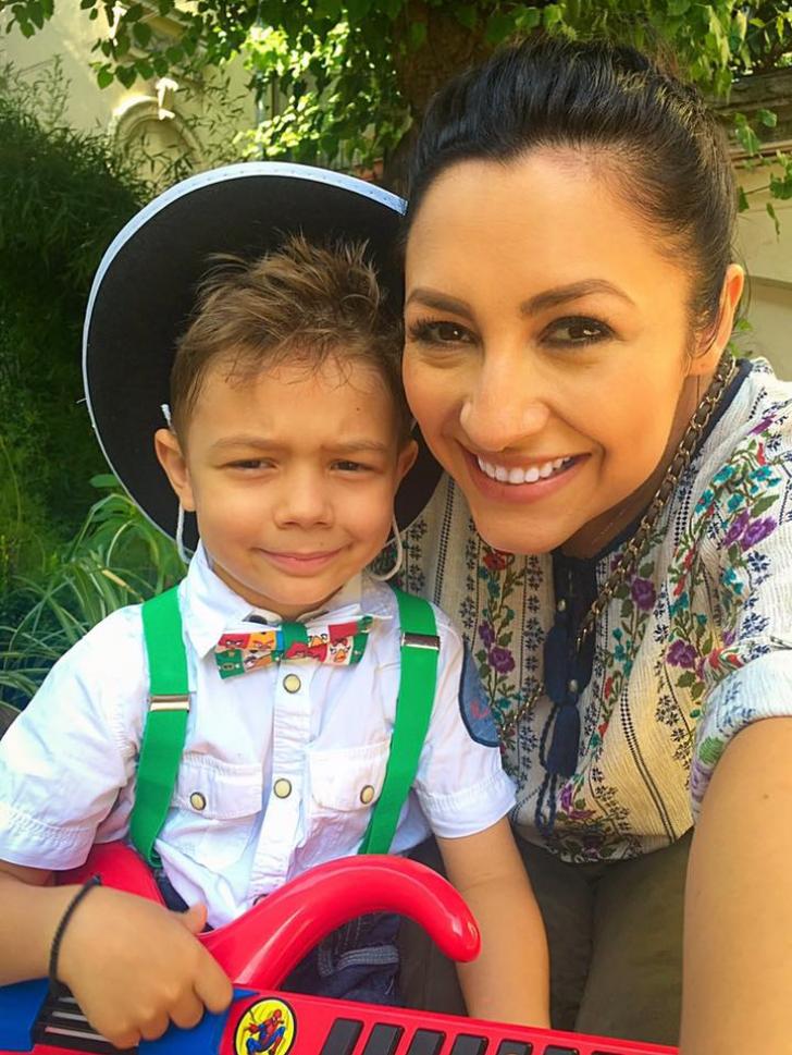 Andra a cucerit inimile tuturor cu o poză de la serbarea fiului ei. A adunat 90.000 de Like-uri!