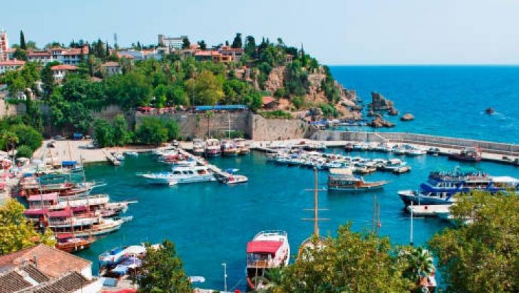 """""""Fiecare atentat la Istanbul scade prețurile în Antalya"""". Ce oferte de necrezut au turcii"""