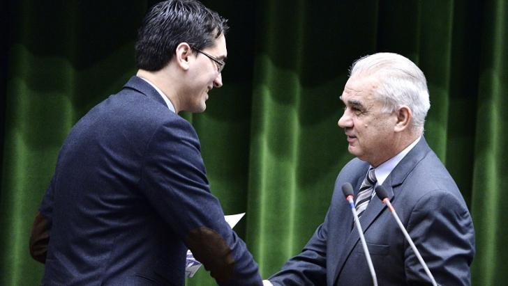 PARADOXUL lui Iordănescu. Lumea îi cere DEMISIA, dar el NU mai este selecţionerul României