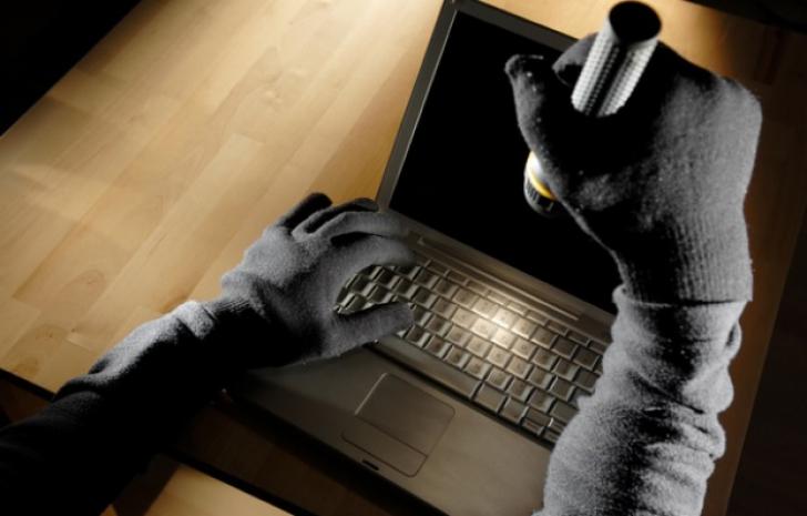 Şi-a setat laptopul să facă POZE la 3 încercări eşuate de parolă. A rămas MUT când a văzut spionul