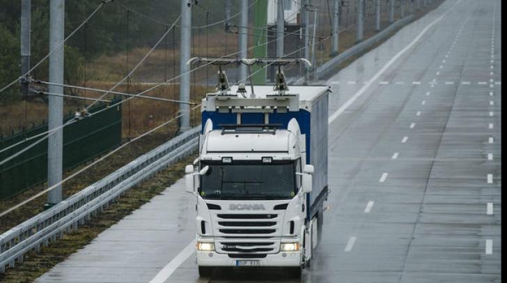 Țara care testează în premieră o autostradă dotată cu fire electrice pentru alimentarea camioanelor