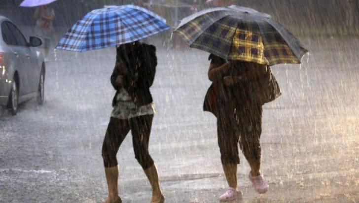 Ultimă oră! COD PORTOCALIU de ploi şi vijelii în mai multe judeţe, valabil până miercuri seara