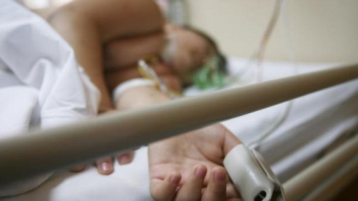 Băieţel de 10 ani, în comă alcoolică la Spitalul de Copii din Galaţi. Cu cine băuse