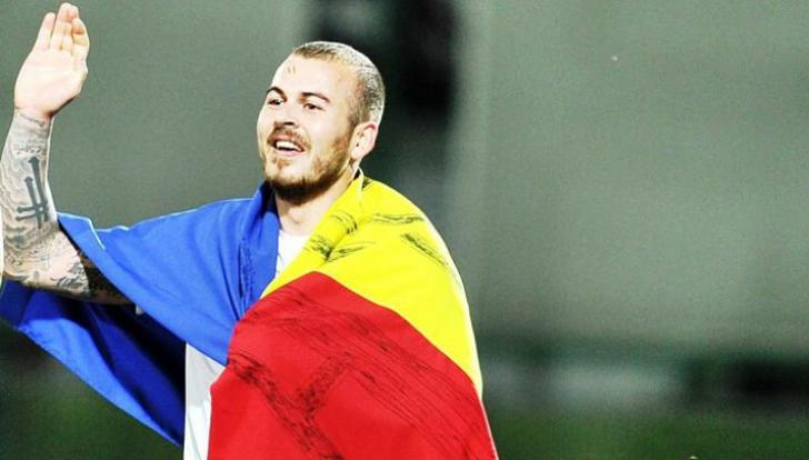 Denis Alibec, scos pe targă de pe teren la meciul cu Albania