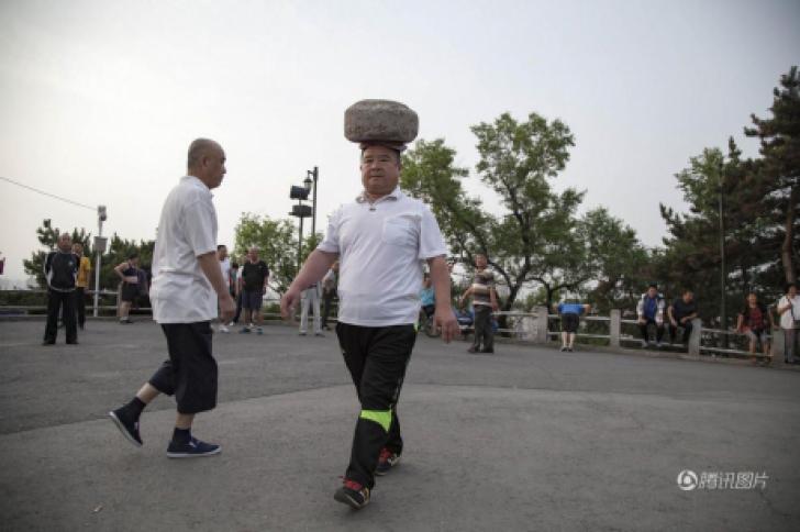 Cum a reuşit un bărbat să slăbească 30 de kg cu ajutorul unei pietre