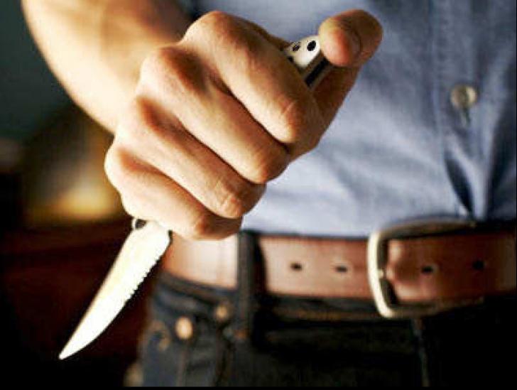 Incident pe Litoral. Doi tineri au fost înjunghiaţi în plină stradă