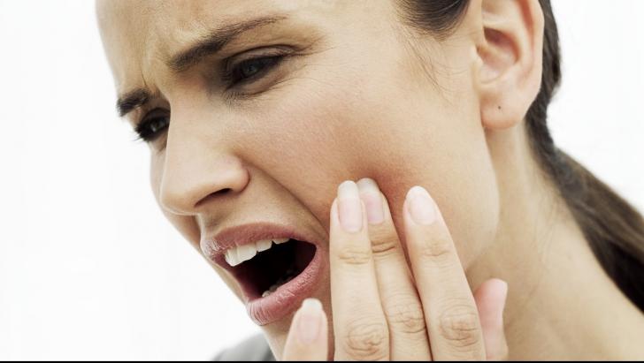 """10 leacuri """"băbeşti"""" pentru durerile de dinţi şi măsele"""