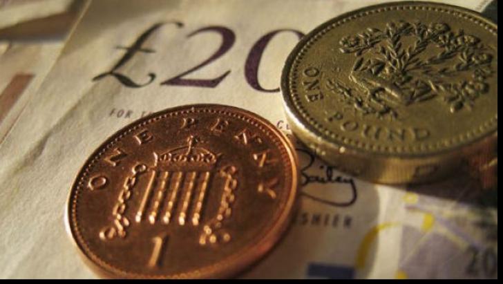 Lira şi euro câştigă teren, dolarul scade în a treia sesiune de tranzacționare după Brexit