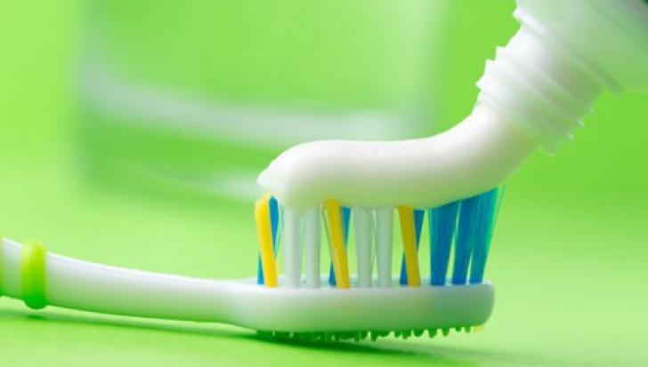 A ajuns la Urgenţe, după ce s-a spălat pe dinţi. Explicaţia, incredibilă!