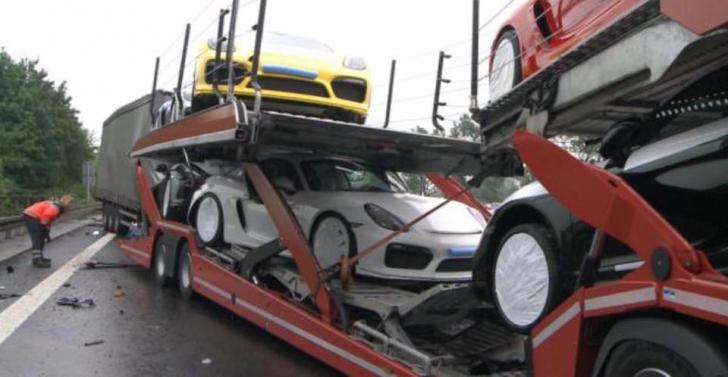Accident scump pe autostradă. Șapte mașini de lux au fost distruse