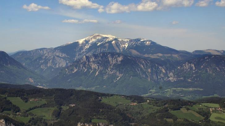 Fabulos! 60 de turişti, abandonaţi de ghid în vârf de munte, după ce acesta s-a îmbătat