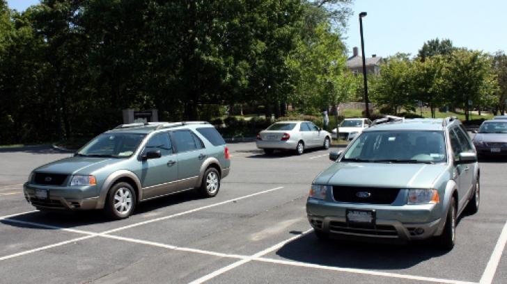 Şi-a uitat copiii în maşina pe care a parcat-o în soare. Micuţii nu au avut nicio şansă