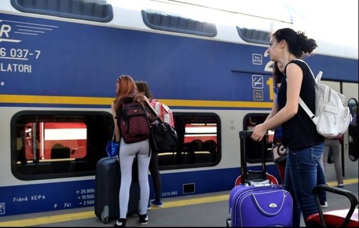 Trenul București-Constanța din care ieşea fum de la locomotivă şi-a reluat cursa