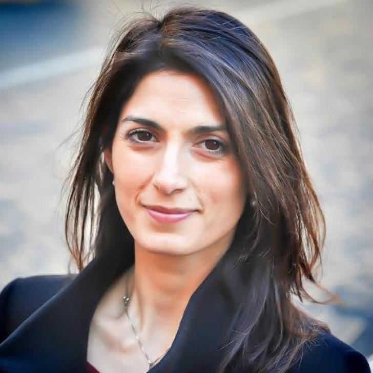 Roma va fi condusă de o femeie. Virginia Raggi, prima femeie aleasă la conducerea Primăriei Romei