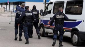 Bărbat înarmat, baricadat într-un hotel din Franţa