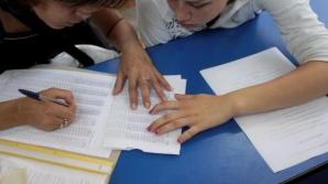 Elevii din clasele a XI-a şi a XII-a vor avea manuale gratuite