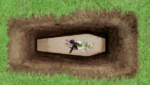 Apariţie TERIFIANTĂ în timpul înmormântării. Ce a văzut familia îndoliată