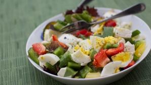 Ar trebui să adăugăm un ou la fiecare salată pe care o mâncăm. Iată de ce