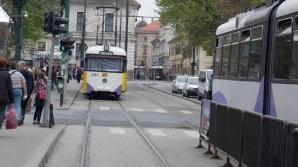 Dormea liniştit în staţia de tramvai din Timişoara, când politiştii i-au dat trezirea! Ce a urmat?
