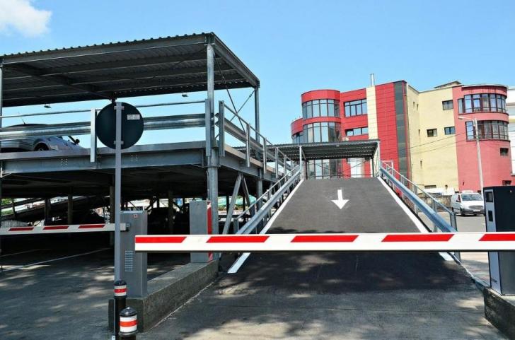 Cum arată prima parcare modulară din România. Se asamblează uşor şi poate fi mutată oriunde