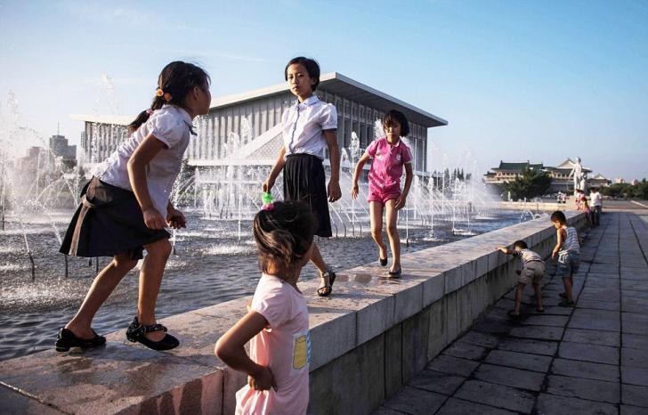 Imagini fascinante! Cum arată o zi într-un parc de distracții din Coreea de Nord