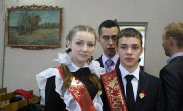 Detaliul horror dintr-o fotografie de la petrecerea de sfârşit de an şcolar