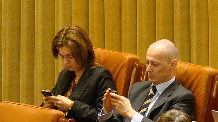 """Ponta: Faptul că în 2008, Alinuţa îşi bea cafeluţa cu """"inculpatul"""" Olteanu e un detaliu irelevant"""