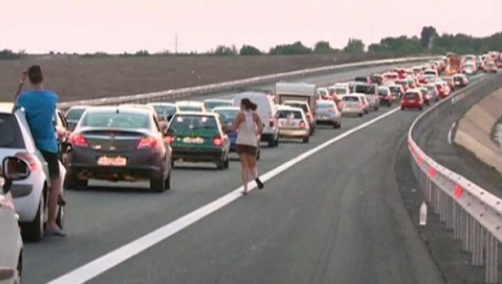 Două TIR-uri s-au ciocnit pe A2 București-Constanța. În urma impactului, unul a luat foc