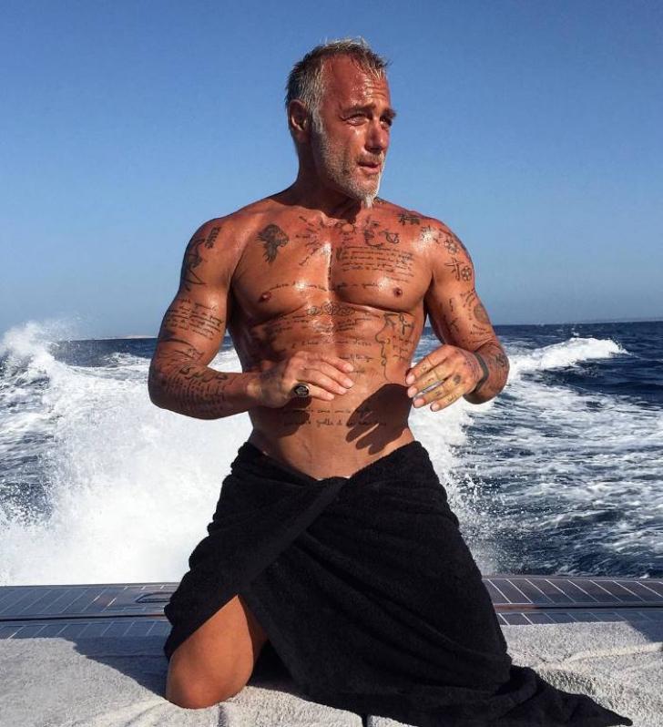 Un bărbat de 50 de ani, SENZAŢIE pe internet. Filmul cu 1 milion de vizualizări într-o zi