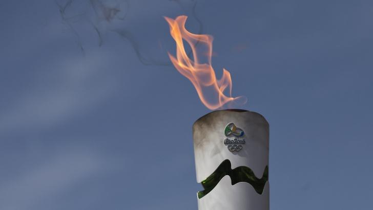 Incidente după intrarea flăcării olimpice în Rio de Janeiro. Ce au făcut protestarii
