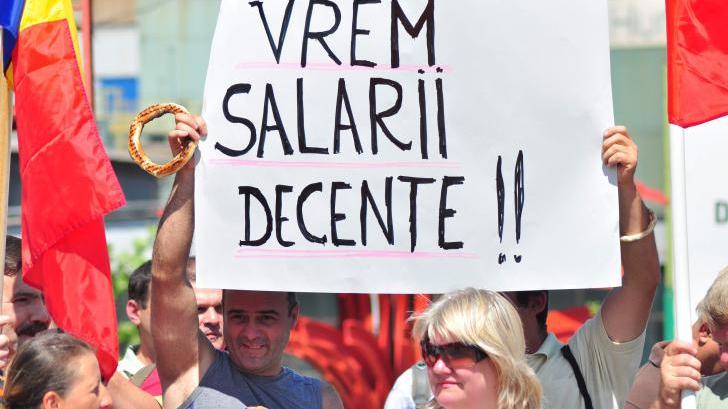 GREVĂ în administraţia publică locală. În Bucureşti, protest în faţa Primăriei Generale a Capitalei