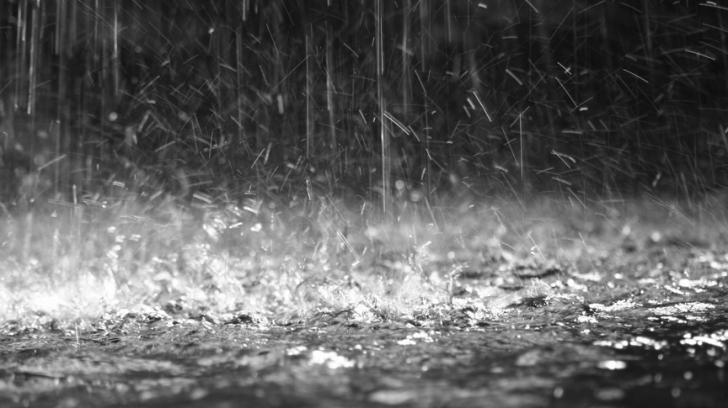 Atenţie, vin ploile! Meteorologii au emis un COD GALBEN de precipaţii. În ce judeţe este valabil?