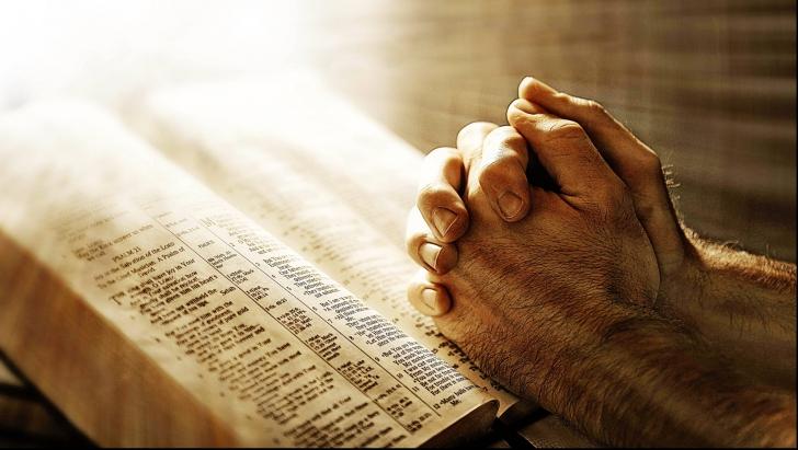 Această rugăciune trebuie rostită în fiecare vineri. Aduce noroc, sănătate şi fericire!