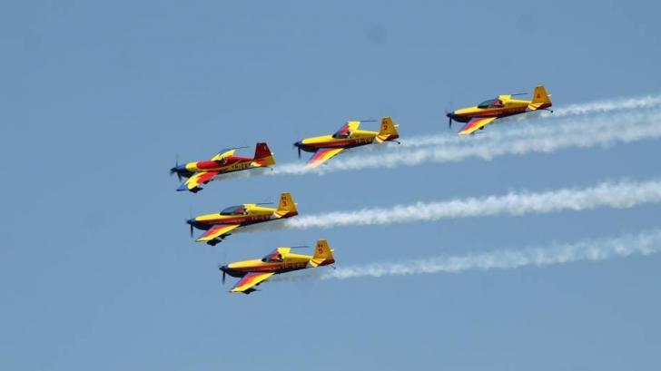 Ziua Aviaţiei, sărbătorită în Capitală: spectacol impresionant oferit de piloţi
