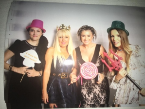 Elena Udrea, cu coroană de prinţesă pe cap şi lângă furca Diavolului, pe Facebook