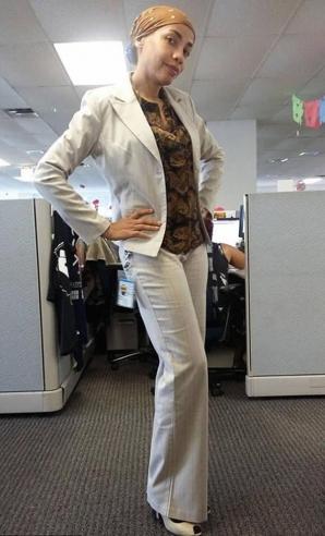 Acestei femei i s-a spus că nu se îmbracă cum trebuie la serviciu. Iată ce a purtat a doua zi!