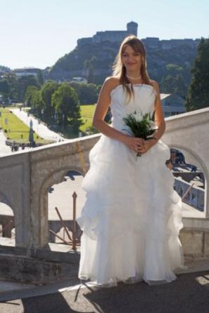 Cea mai tristă nuntă. Mireasa a decis să se căsătorească fără mire. Motivul fabulos!