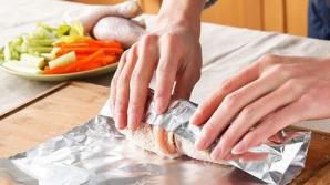 Ce se întâmplă cu mâncarea gătită în folie de aluminiu