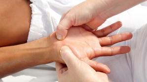 Masajul la mâini te scapă de kiligramele în plus. Iată cum trebuie făcut