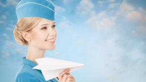 Motivul pentru care stewardesele întâmpină pasagerii cu mâinile la spate