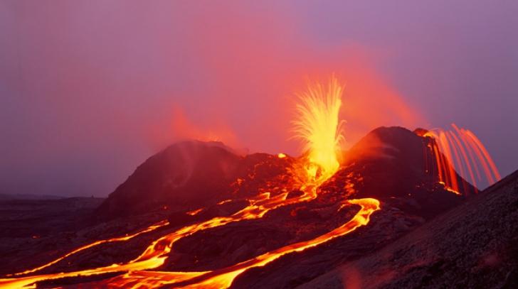 """O imagine cât 1000 de cuvinte! Vulcanul Kilauea din Hawaii, surprins """"zâmbind"""" în timpul erupţiei"""