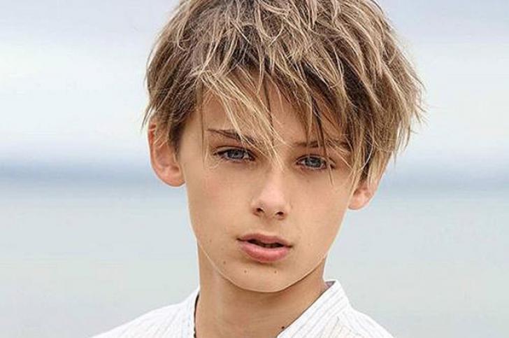 El e cel mai frumos băiat din lume. A devenit faimos după ce o fată a postat poza lui pe Twitter