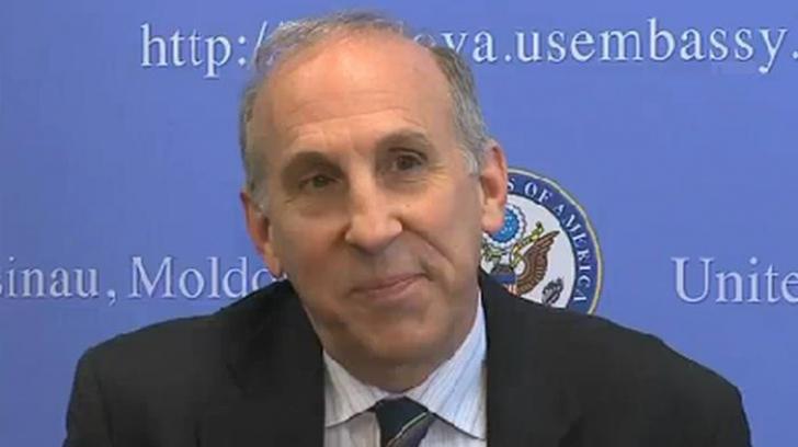 """""""Războiul"""" declaraţiilor la Chişinău, după un interviu al ambasadorului SUA James D. Pettit"""