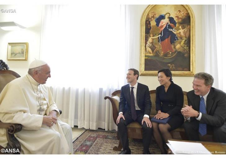 Papa Francisc s-a întâlnit cu Mark Zuckerberg, la Vatican. Despre ce au discutat