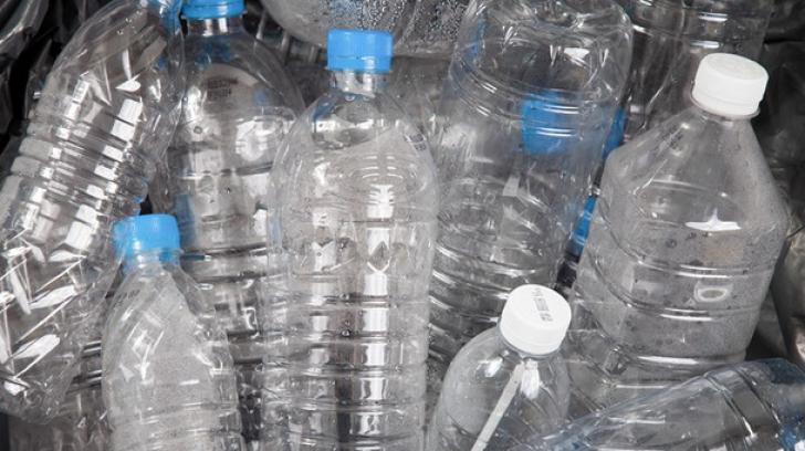 Şi tu refoloseşti sticla de apă? Uite la ce PERICOLE te expui fără să ştii