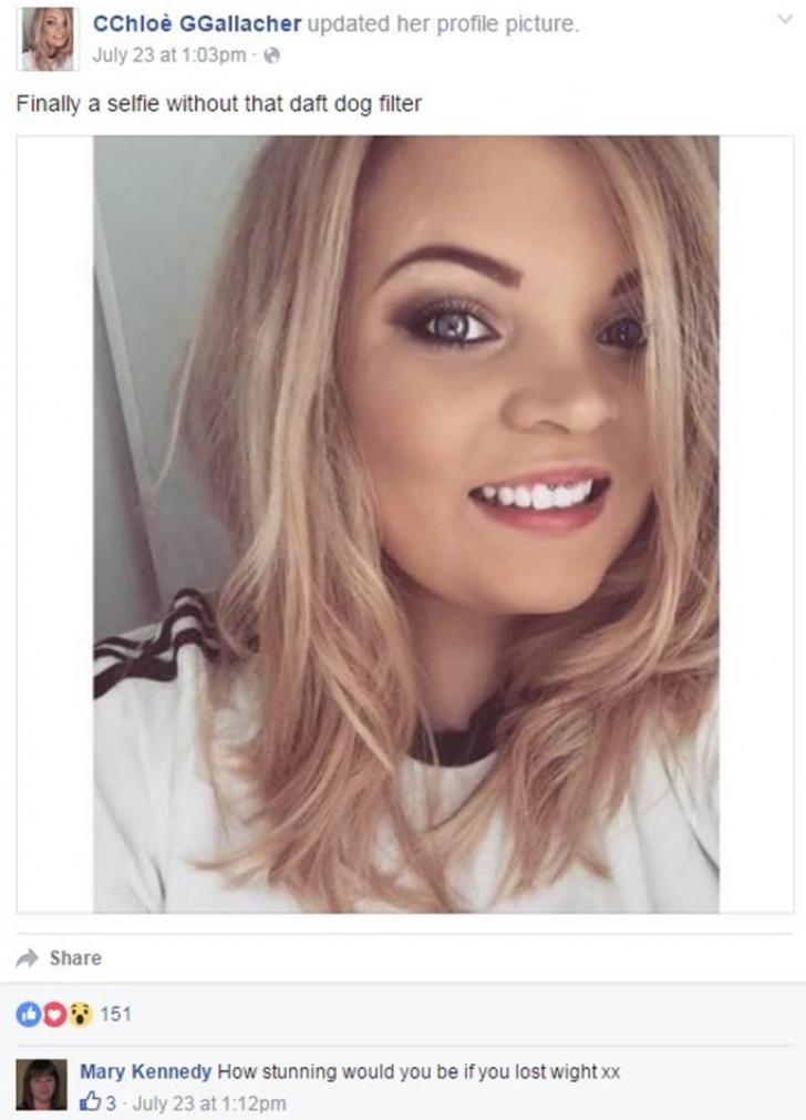 A postat pe Facebook un selfie. Comentariul lăsat de bunica ei a făcut-o de râs în faţa tuturor!