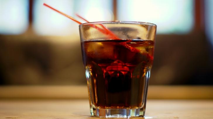 Un bărbat a băut 3 litri de cola în fiecare zi. Cum arată după 30 de zile?